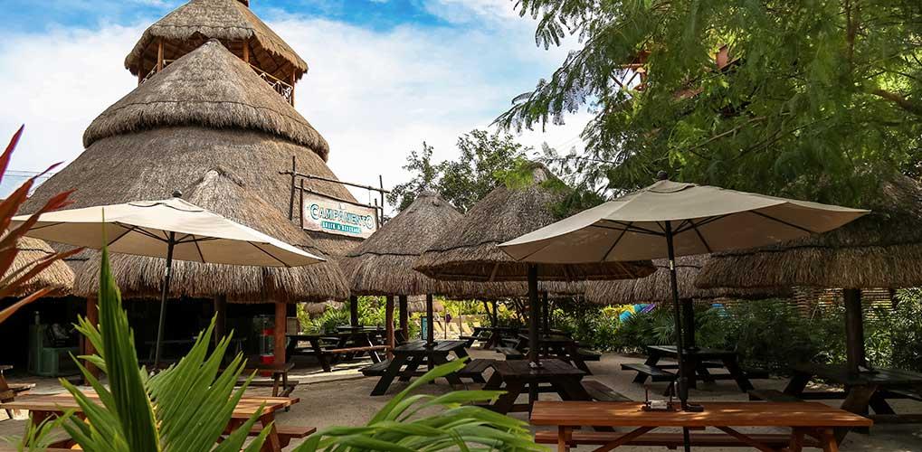 El aroma de la deliciosa comida mexicana te guiará a nuestro restaurante El Campamento.