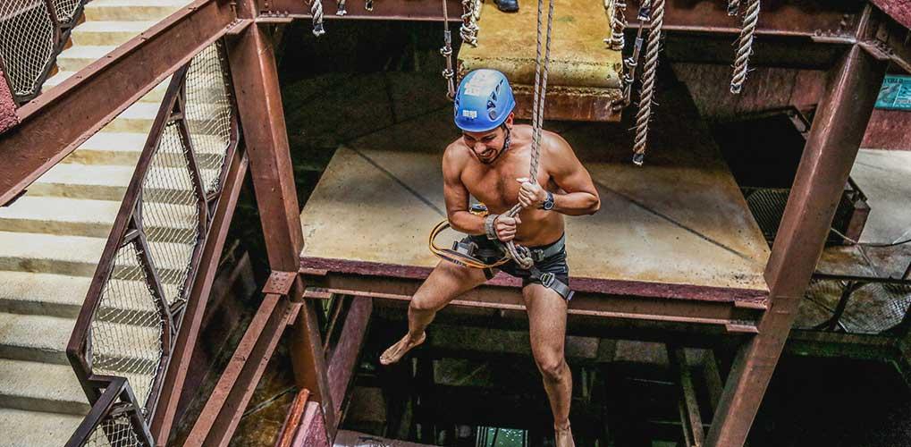 Sacrificio Maya Un salto en caída libre para demostrar tu valentía.