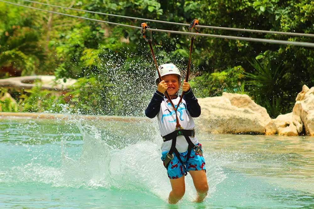 Zipline circuit with an awesome aquatic landing