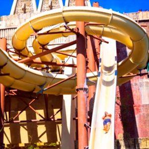 Deslízate a gran velocidad en el tobogán Xtabay del parque Mayá